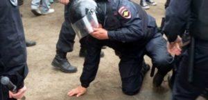 Какое наказание за избиение полицейского при исполнении статья