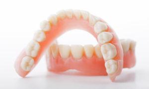 Как оформить протезирование зубов инвалиду в спб