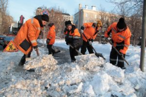 Доплачивают ли дворникам зимой за снег