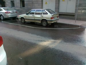 Можно ли парковаться на полукруглой разметке платной парковки